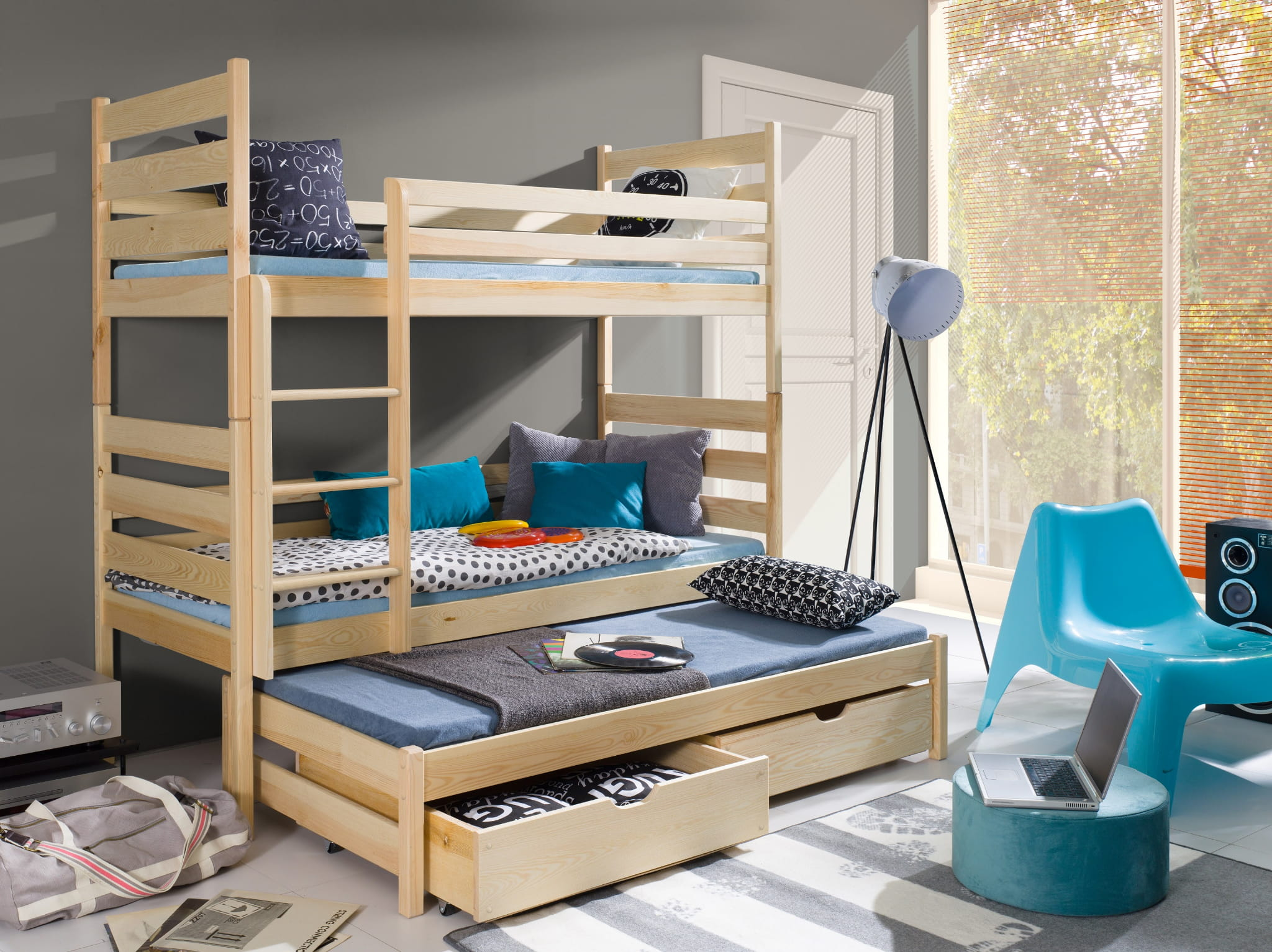 etagenbett tomi etagenbett kinder etagenbett f r 3. Black Bedroom Furniture Sets. Home Design Ideas